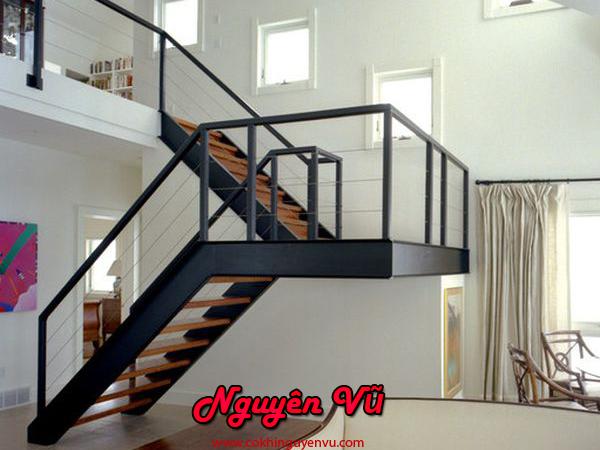 Thi công cầu thang sắt