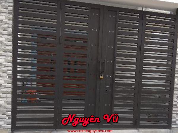 làm cửa sắt đẹp làm cửa cổng sắt 4 cánh đơn giản