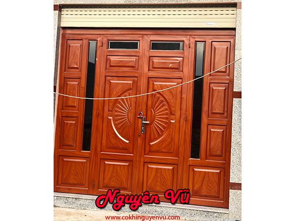 Làm cửa sắt pano sơn giả gỗ
