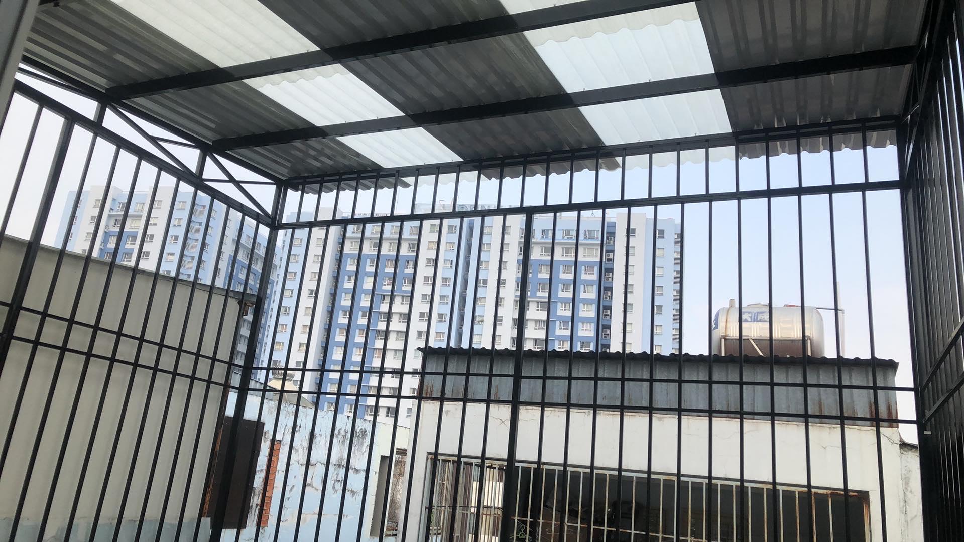 hàng rào mái tôn sân thượng