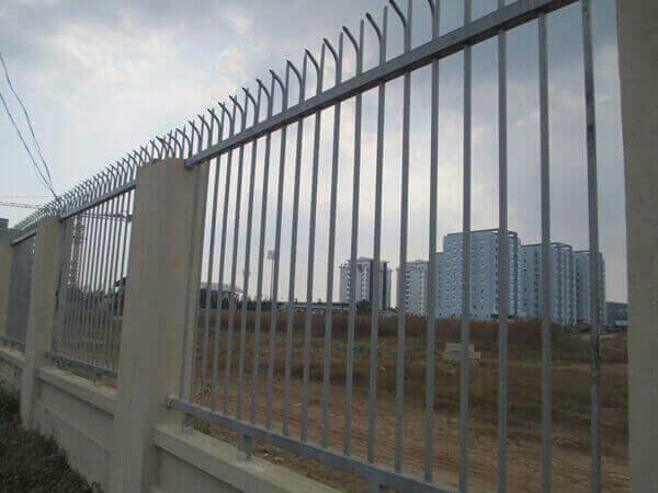 Dịch vụ thi công hàng rào sắt bảo vệ