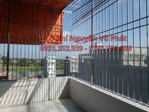 làm khung bảo vệ giếng trời tại Thuận An